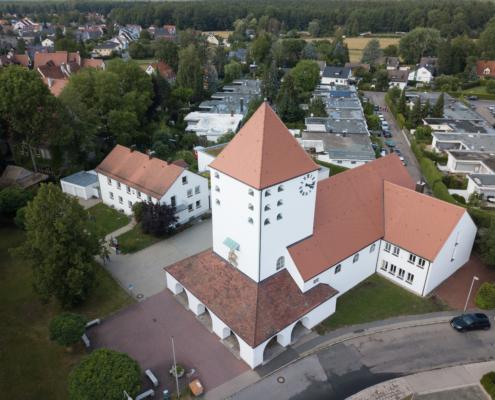 Luftaufnahme der Auferstehungskirche